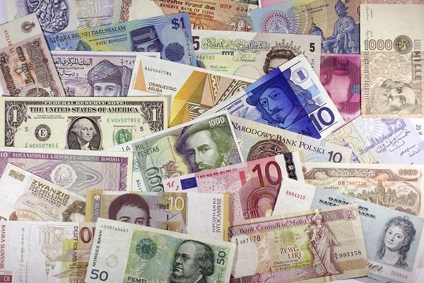Foto van allerlei bankbiljetten