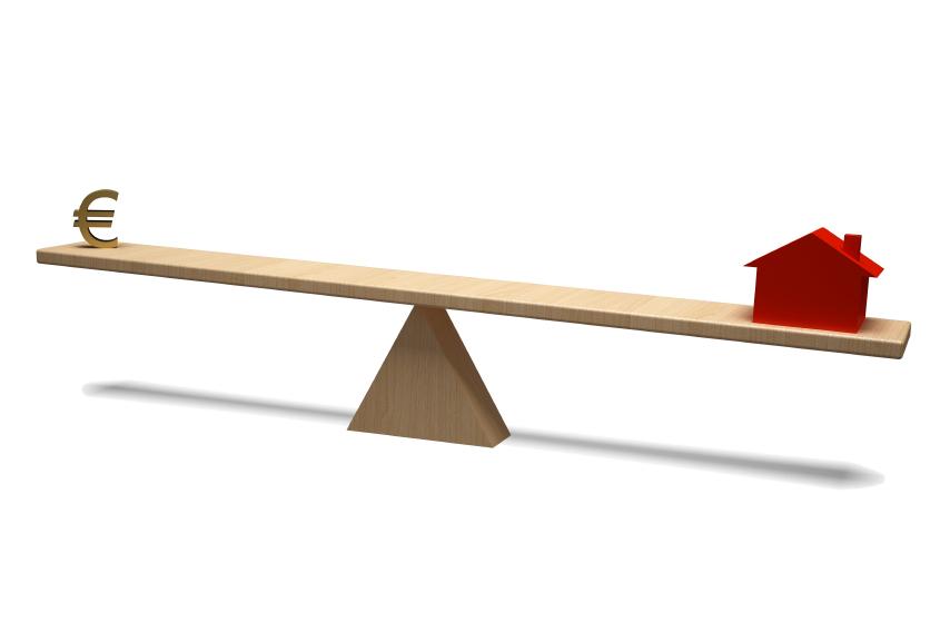 Afbeelding van een wip-wap, met aan de ene kant een euroteken en aan de andere kant een huis